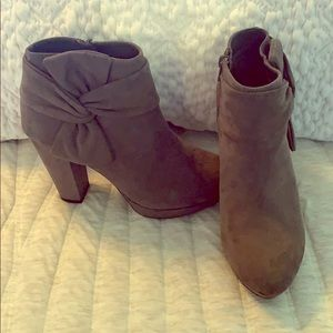 LC by Lauren Conrad ankle boots with bow